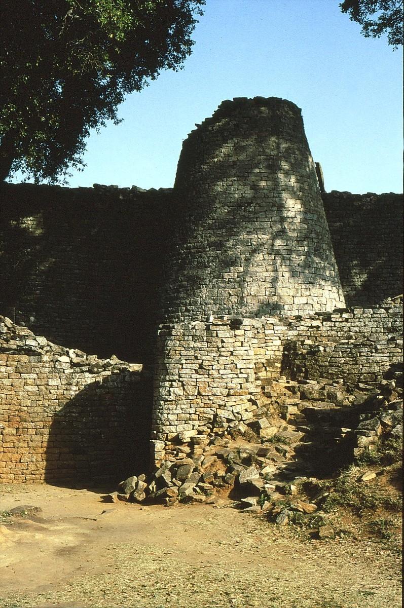 Great Zimbabwe 3.jpg